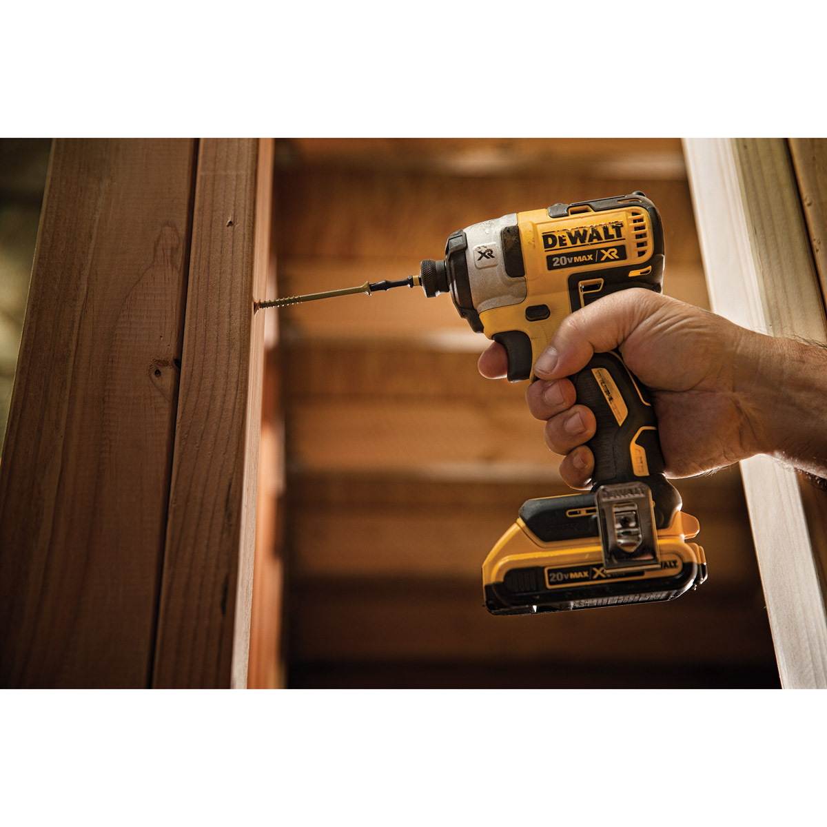DeWALT DCF887D2-GB - 18V XR Lithium Ion Brushless 1/4-inch Impact Driver